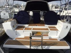 Take some time to relax on water aboard 41' Beneteau Oceanis