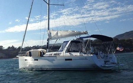 Enjoy sailing in California aboard 45' Beneteau Oceanis