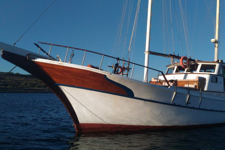 This 76.0' Bodrum Shipyard cand take up to 12 passengers around Trapani