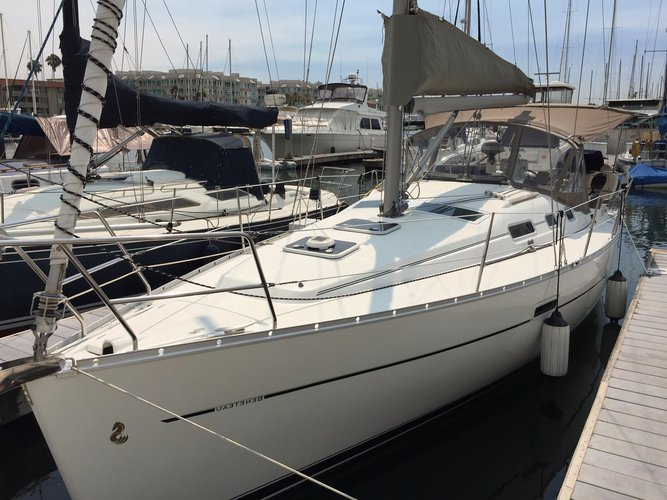 Rent a 32' cruising monohull to make your vacation memorable