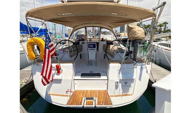 Enjoy cruising in California aboard 44' Jeanneau