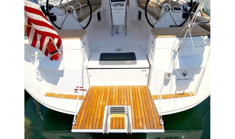 Jeanneau boat for rent in Long Beach