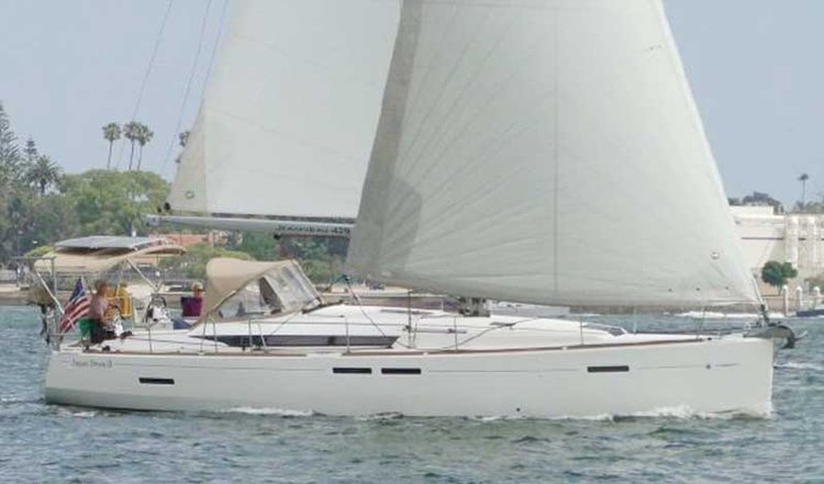 Enjoy sailing in California aboard 44' Jeanneau