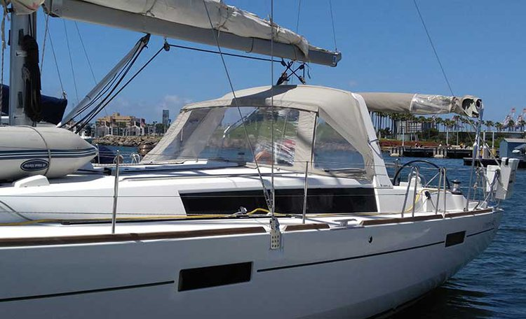 Discover Long Beach surroundings on this Beneteau 45 Beneteau boat