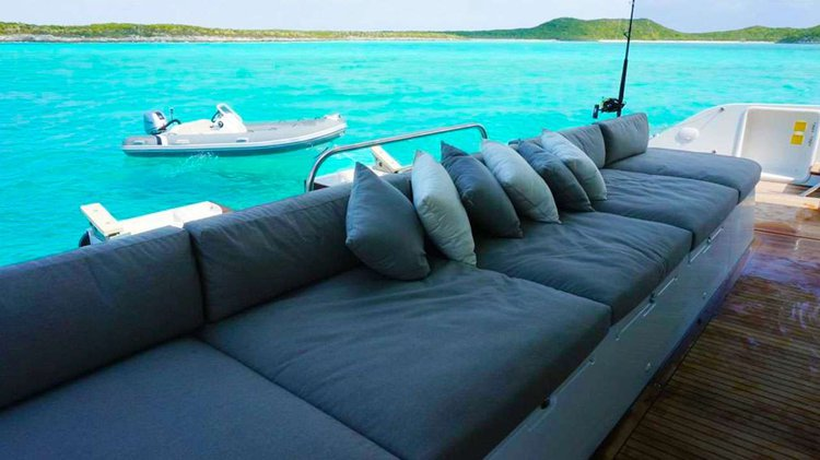 Discover Nancy Cay surroundings on this Lagoon Custom boat