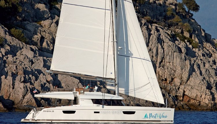 This 58.0' FOUNTAINE PAJOT cand take up to 8 passengers around