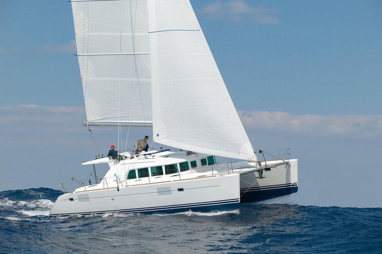 Boat for rent Lagoon 44.0 feet in Marina de Lagos,