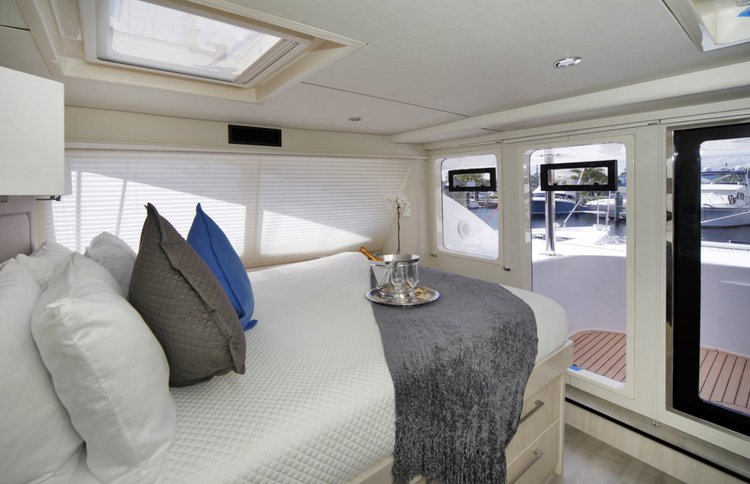 Discover Nancy Cay surroundings on this Custom Leopard boat