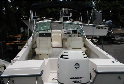 Dual console boat rental in Spellman's Marine, NY