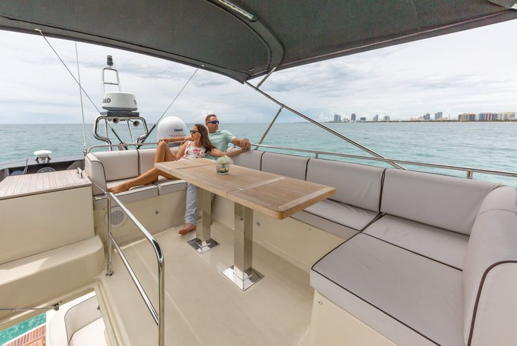 This 50.0' Monte Carlo cand take up to 13 passengers around Miami Beach