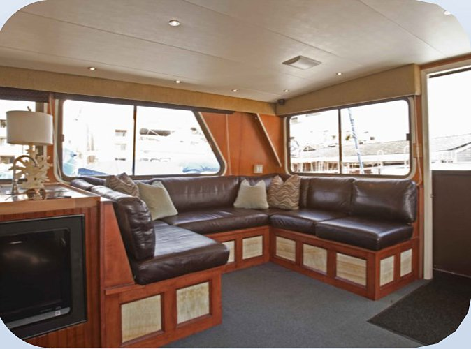 Discover Newport Beach surroundings on this 85 Pacifica boat