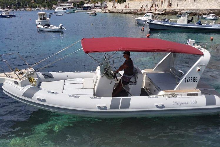 Inflatable outboard boat rental in hvar,