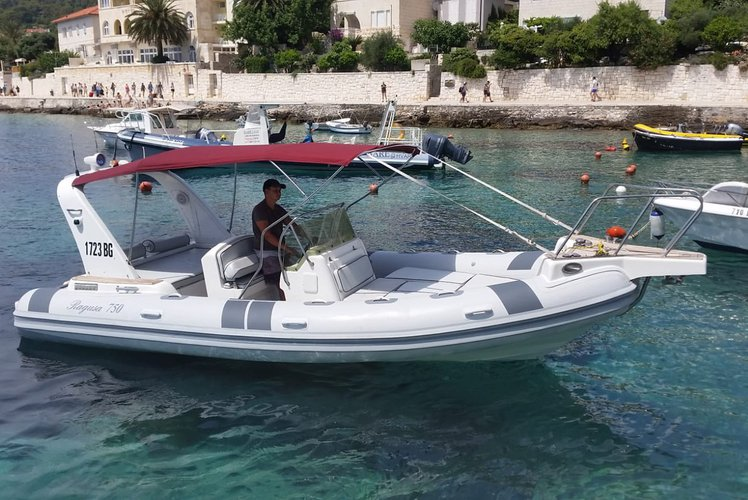 Boating is fun with a Inflatable outboard in HVAR