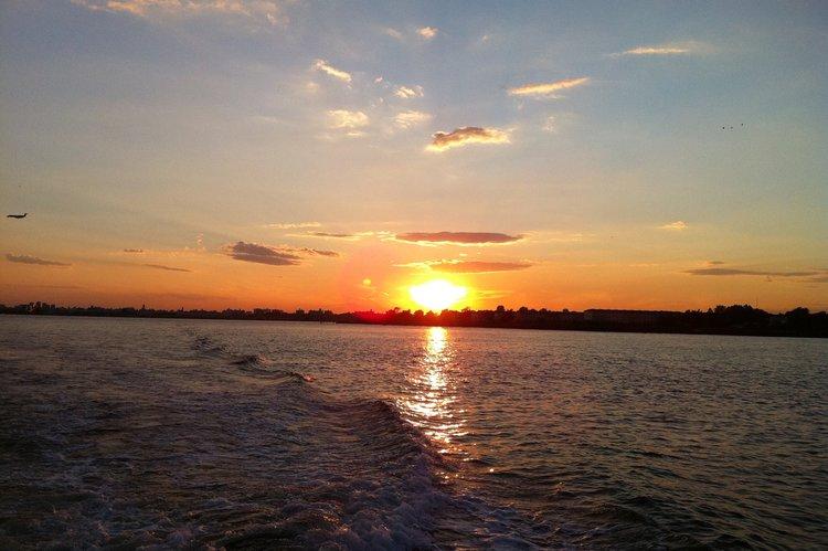 Express cruiser boat rental in Liberty Harbor Marina, NJ