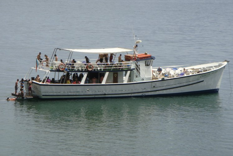 80 guests capacity, 2 solariums wooden motor boat
