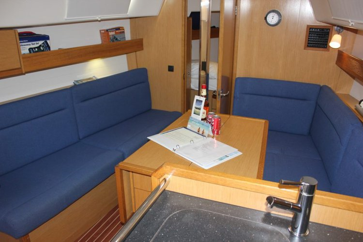 This 32.0' Bavaria cand take up to 4 passengers around Nanny Cay
