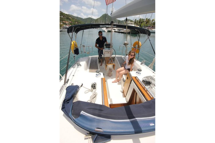 Discover Nanny Cay surroundings on this 32 Bavaria boat