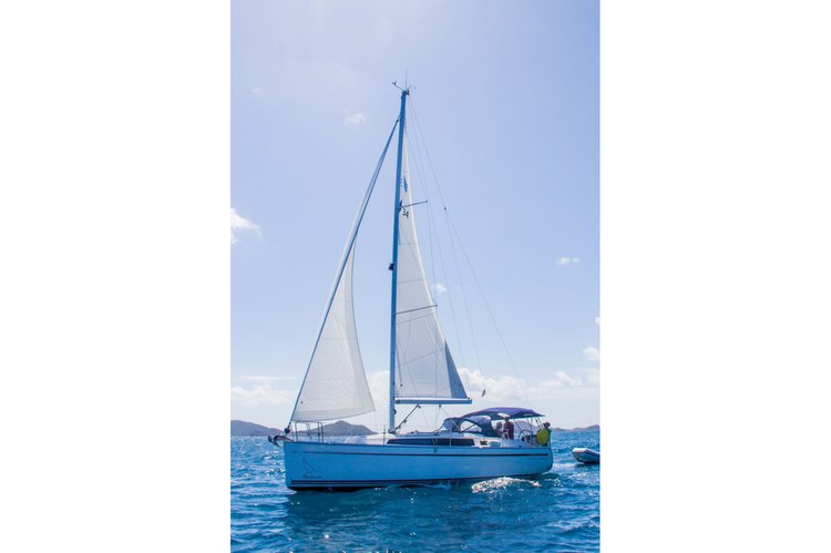 Discover Nanny Cay surroundings on this 34 Bavaria boat