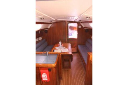 Discover St. Vincent surroundings on this 36 Bavaria boat