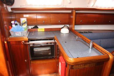 This 36.0' Bavaria cand take up to 6 passengers around St. Vincent