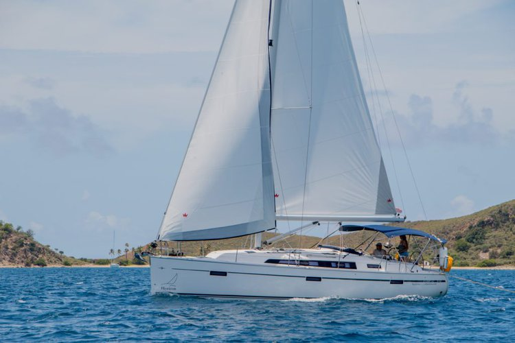 This 40.0' Bavaria cand take up to 4 passengers around Nanny Cay