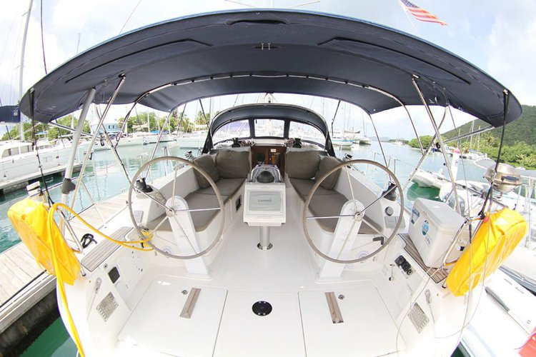 This 46.0' Bavaria cand take up to 6 passengers around Nanny Cay