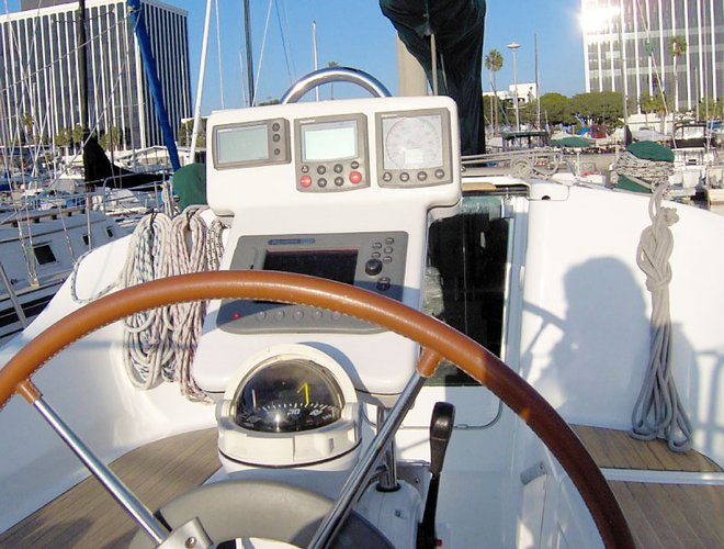 This 32.0' Beneteau cand take up to 6 passengers around Marina Del Rey