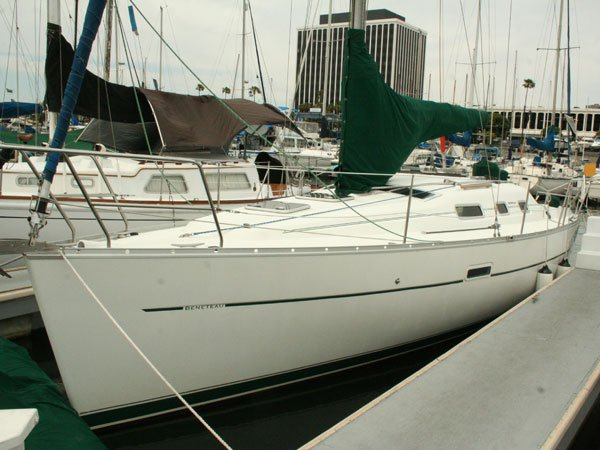 Climb aboard Beneteau 323 to explore the amazing sights in California