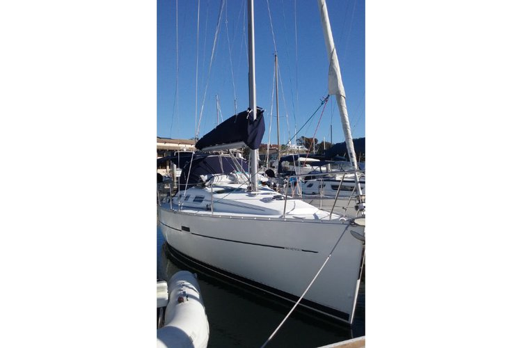 Its time to enjoy the sunshine aboard 32' Beneteau