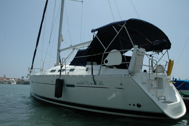 Set Sail in California aboard 37' cruising monohull