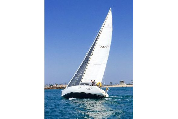 Enjoy sailing in California aboard 38' cruising monohull