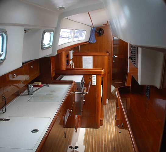 This 40.0' Beneteau cand take up to 12 passengers around San Diego