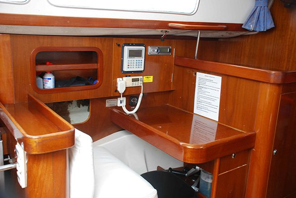 Discover San Diego surroundings on this 40 Beneteau boat