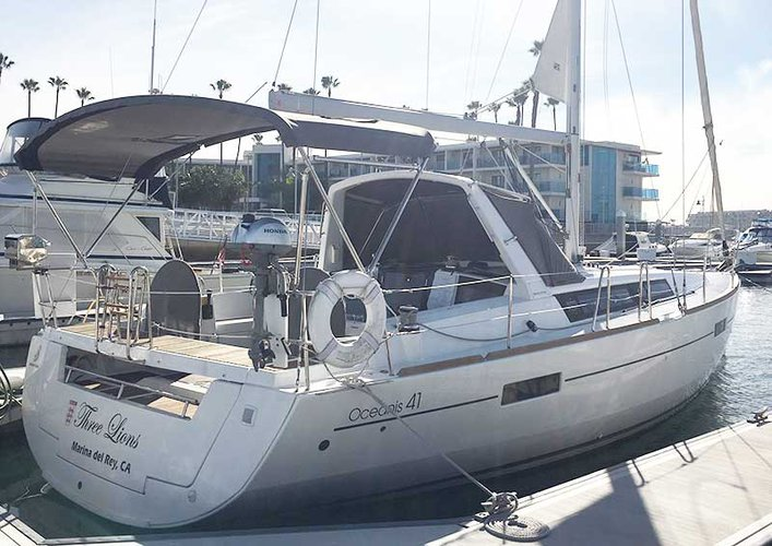 This 41.0' Beneteau cand take up to 6 passengers around Marina Del Rey