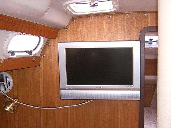 Discover Redondo Beach surroundings on this 390 Catalina boat