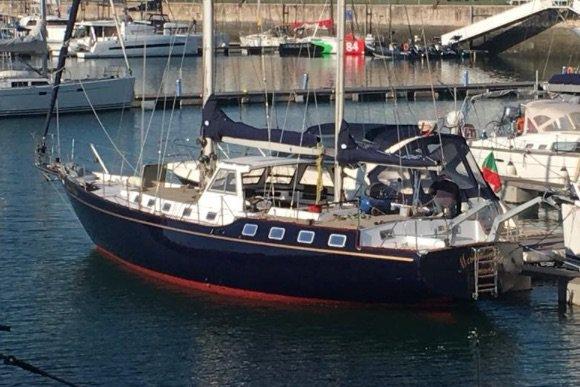 This 59.0' Classic Sailboat cand take up to 16 passengers around Lisboa