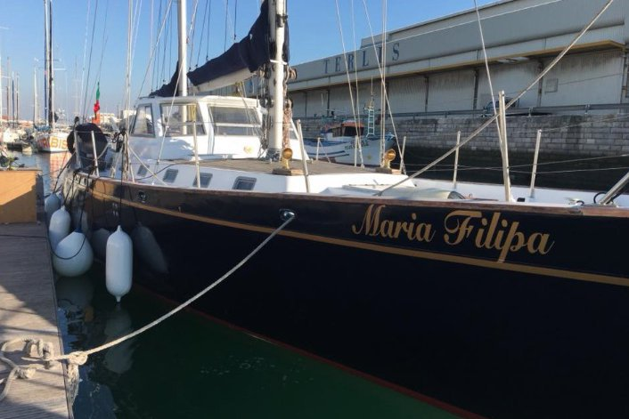 Classic boat for rent in Lisboa