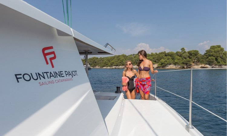 This 43.0' Fonataine-Pajot cand take up to 8 passengers around Nanny Cay