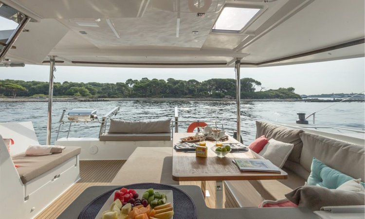 This 43.0' Founataine-Pajot cand take up to 10 passengers around Nanny Cay