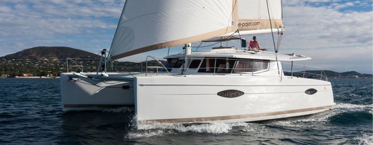 Discover True Blue surroundings on this 44 Fontaine-Pajot boat