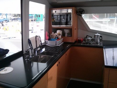 This 43.0' Fountaine-Pajot cand take up to 10 passengers around Nanny Cay