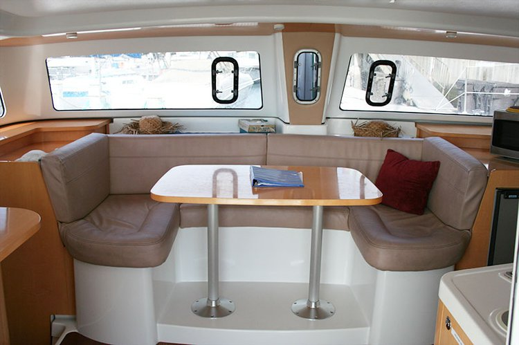 Discover Long Beach surroundings on this MAHE 36 Fountaine Pajot boat