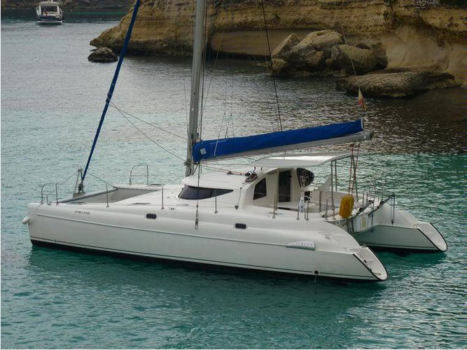 Sail in New York aboard this elegant 38' Fountaine Pajot