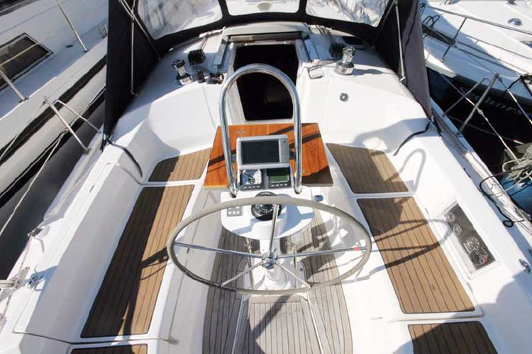 Discover Oxnard surroundings on this Custom Hunter boat