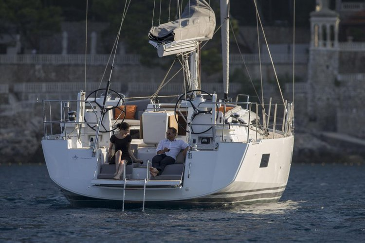 Discover Nanny Cay surroundings on this 54 Jeanneau boat
