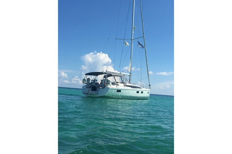 Sail through the British Virgin Islands aboard this glorious Jeanneau