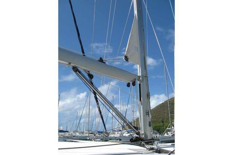 Up to 8 persons can enjoy a ride on this Jeanneau boat