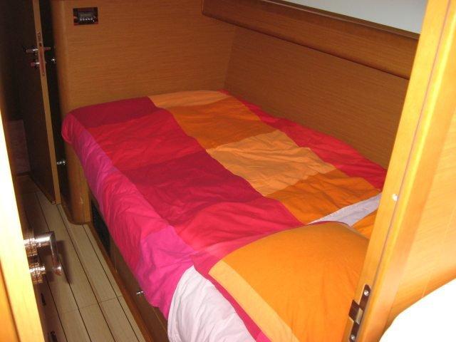 Jeanneau boat for rent in True Blue