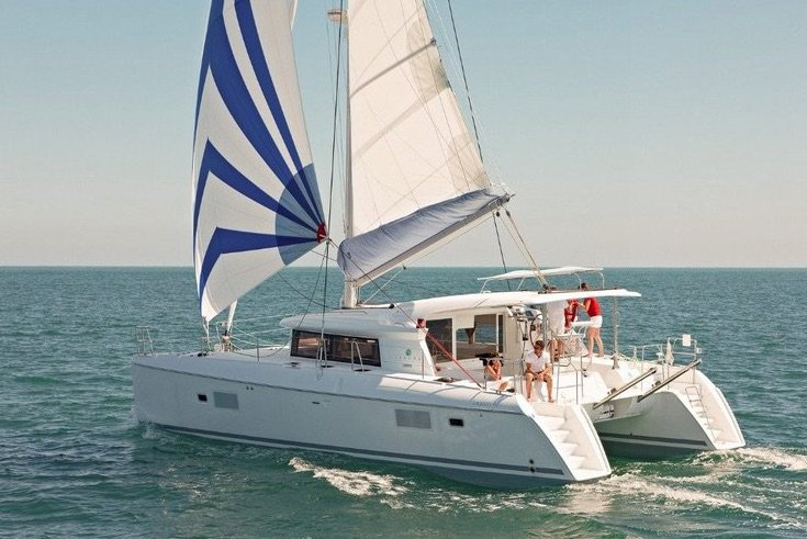 Catamaran boat rental in Doca do Espanhol,
