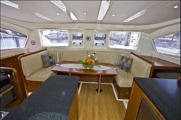 This 37.0' Leopard cand take up to 8 passengers around St. Vincent
